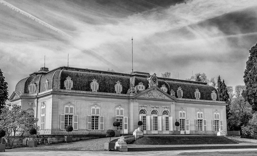 20150419-SchlossBenrath-DSC_1679_bw.png