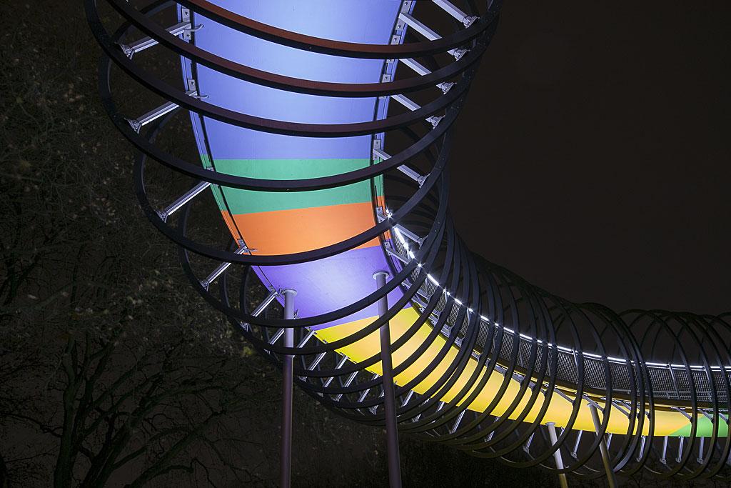 Slinky springs to Fame – bunte Brücke in Oberhausen