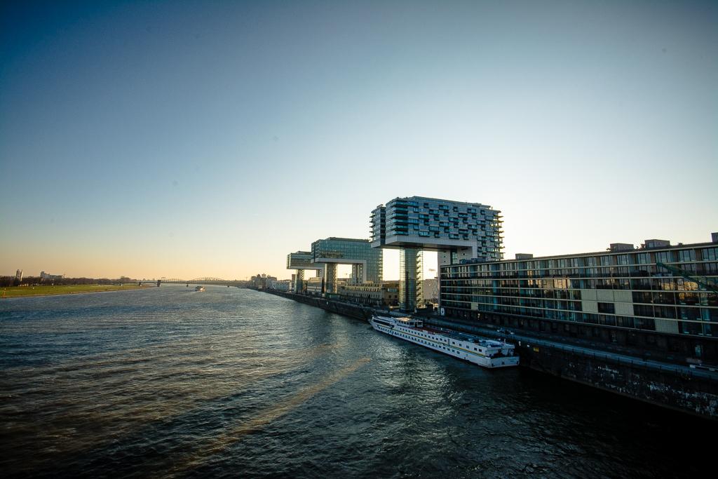 Ein sonniger Wintertag im Rheinaufhafen