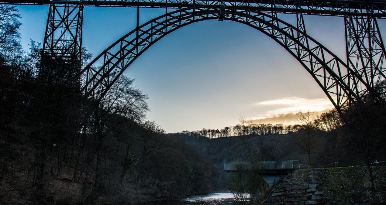 Abends an der Müngstner Brücke